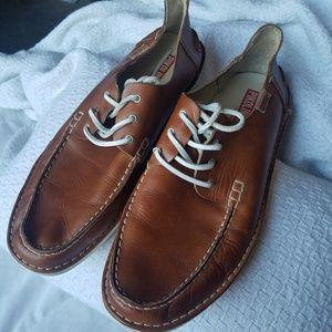 Men's tan lace-up pikolino shoes